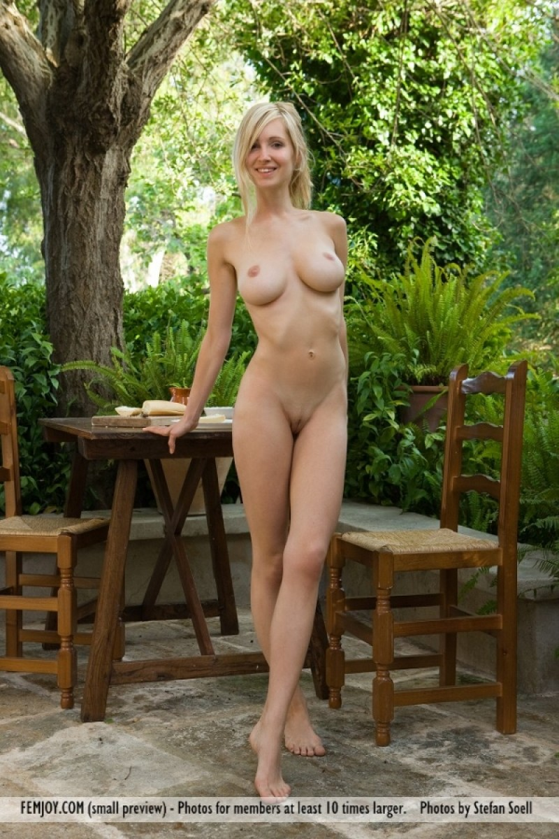 Femjoy Corinna Nude In The Garden