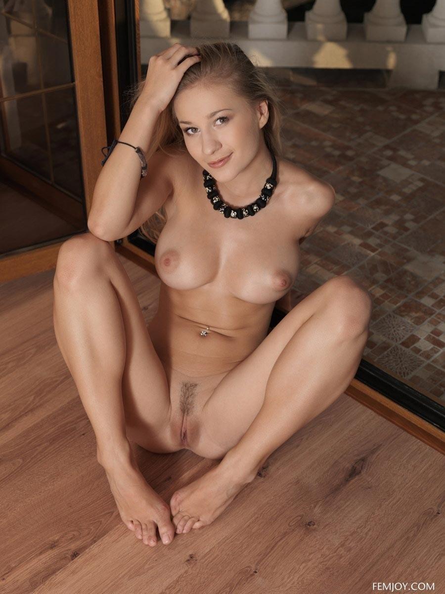 big boob nude models