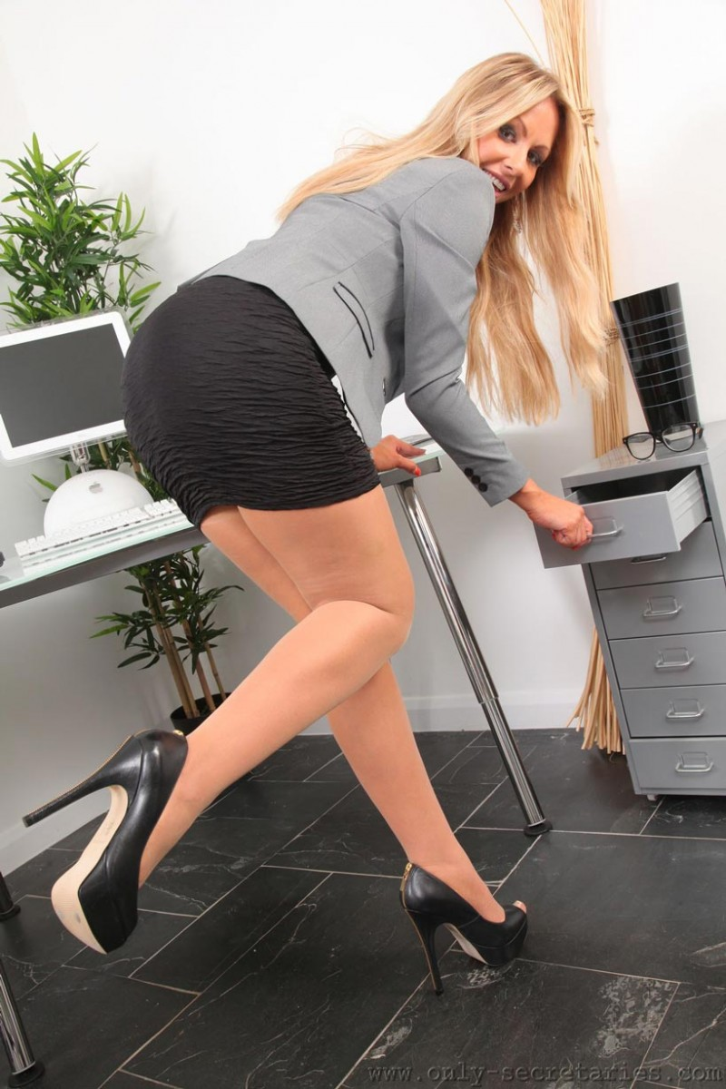 Susie Summers Office Striptease