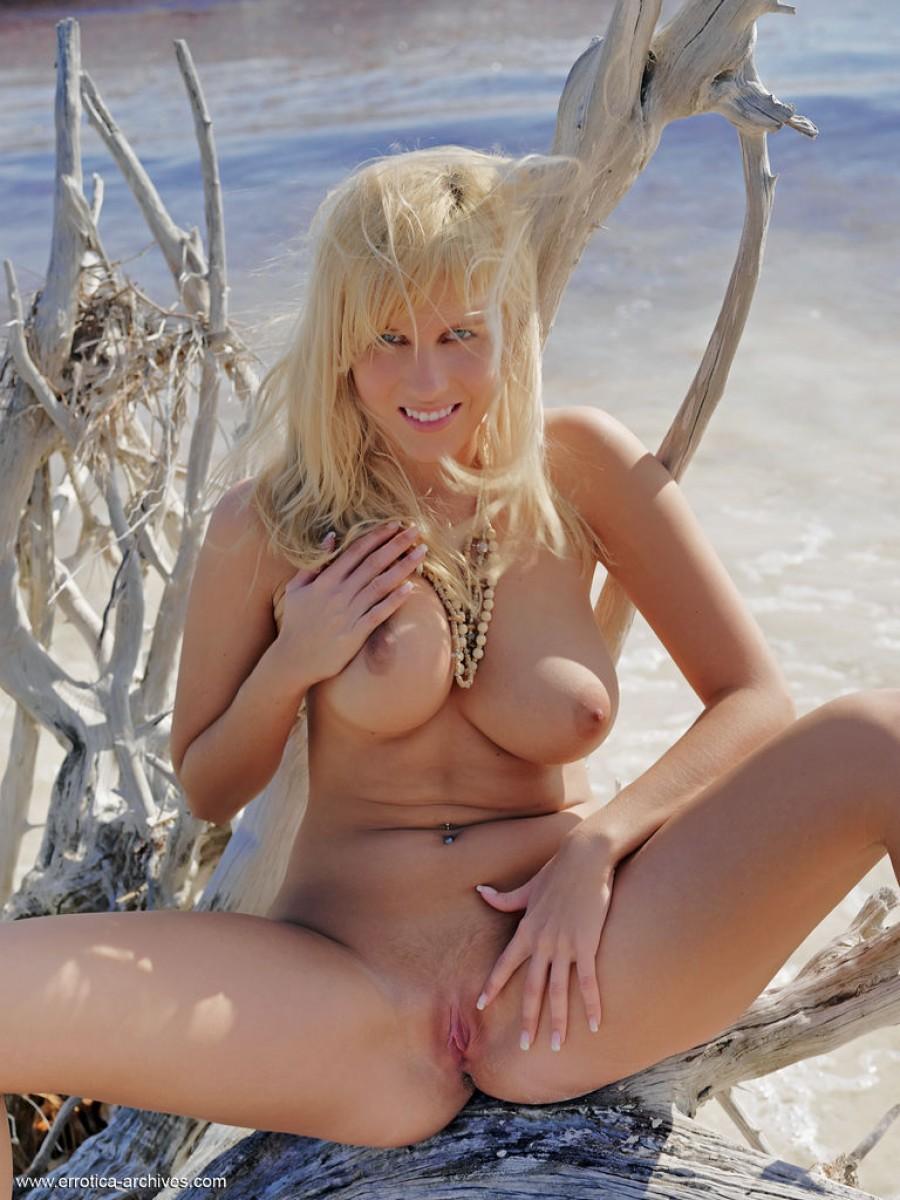 Keira Moon Naked At The Beach-5242