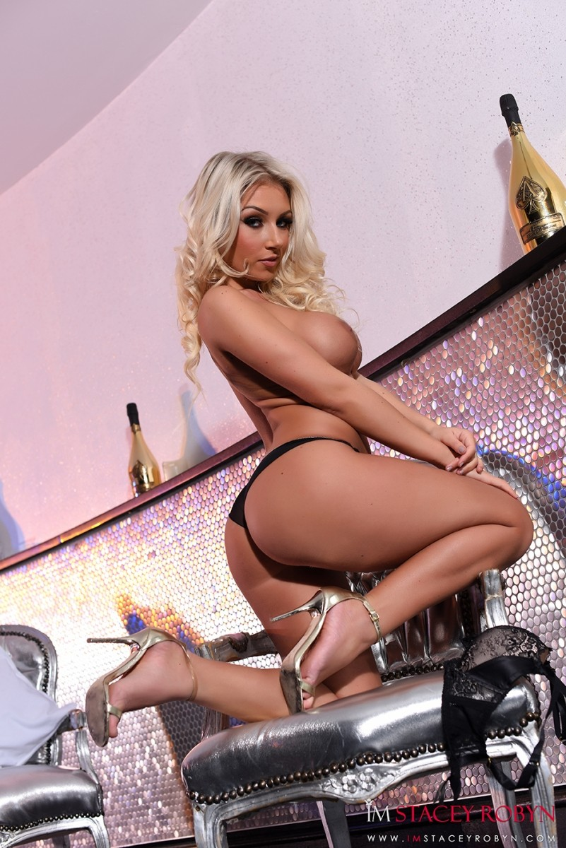 Stacey Robyn Shows Perfect Round Ass-6827