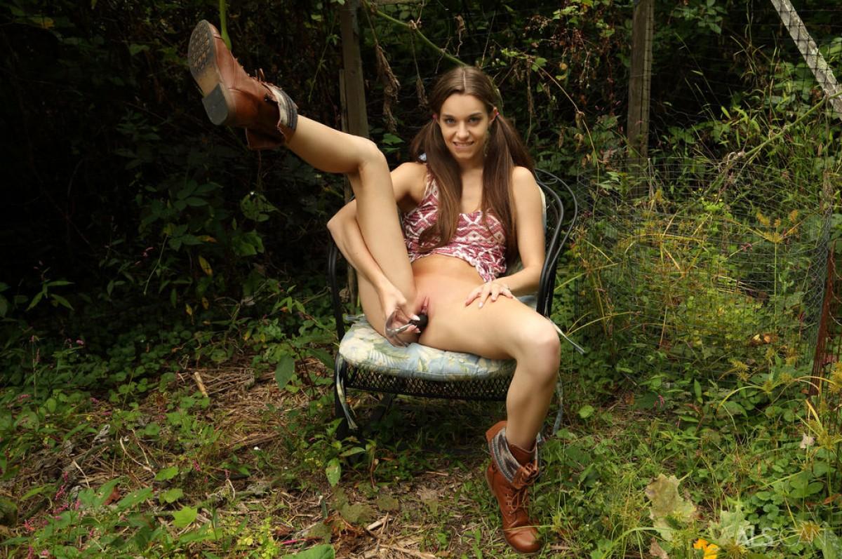Tali Dova Having Fun In The Garden-8271