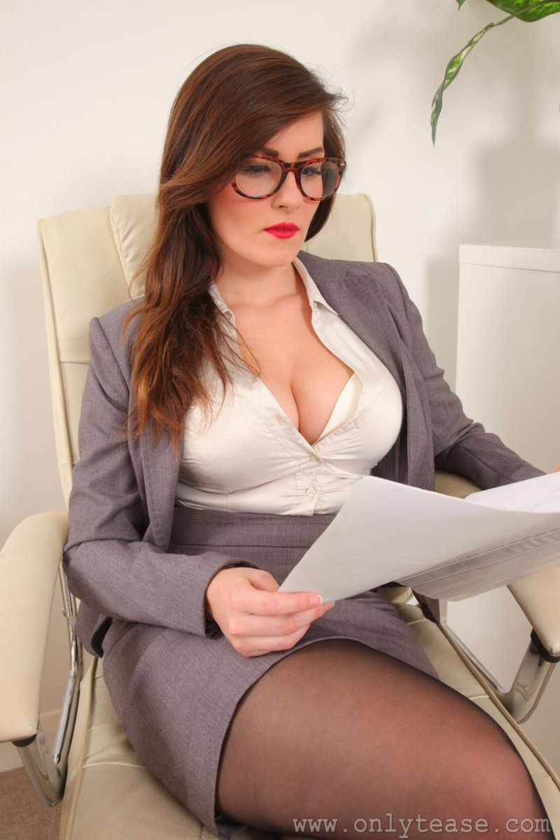 Big Breasts Brunette Woman Pussy Smashed On Office Desk