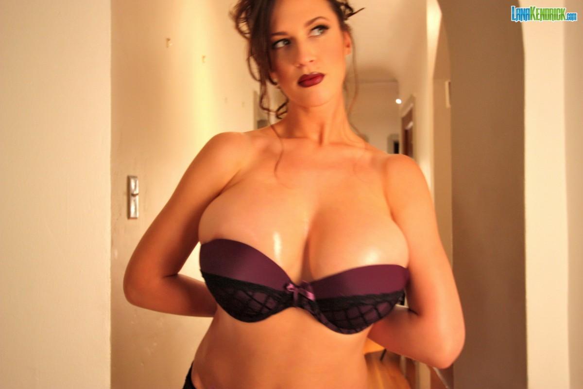 Lana Kendrick Oiled Tits