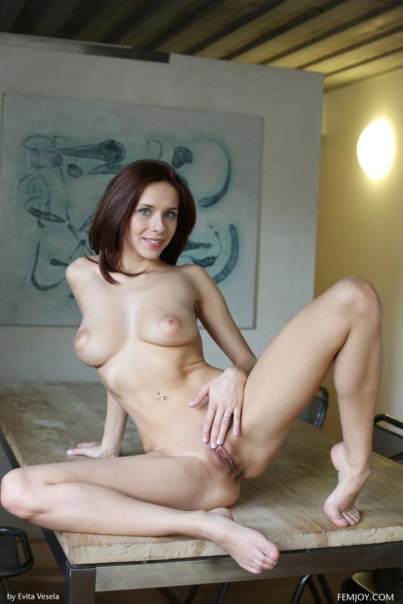 Tracy Loves Shows Off Her Beautiful Breasts-6326