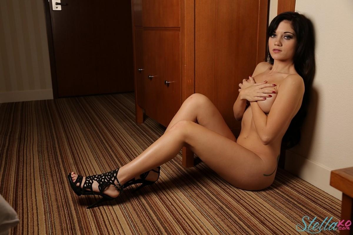 Stella Xo Posing Naked on the Floor