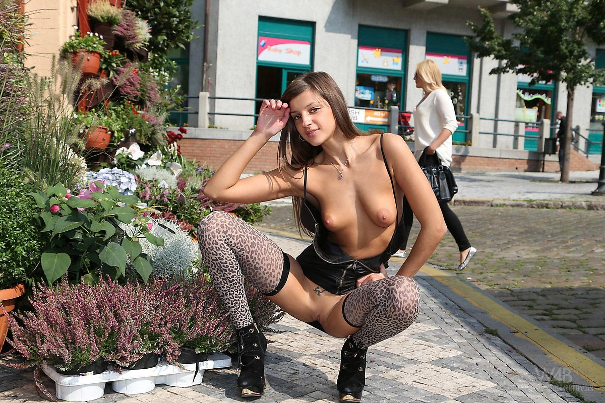 That Sexy babe naked on the street