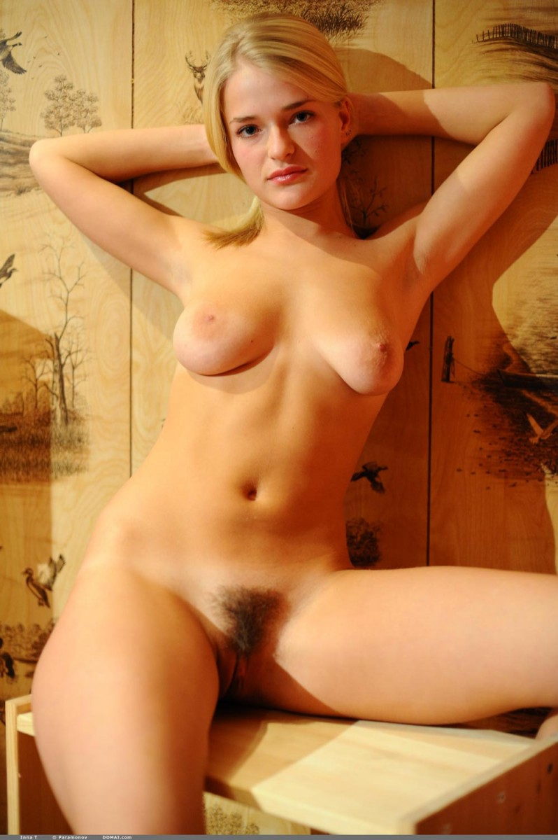 Curvy Natural Blonde Posing Nude-1549