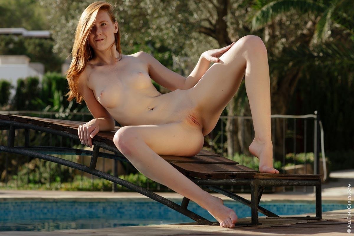 Linda Sweet Naked Freckled Redhead