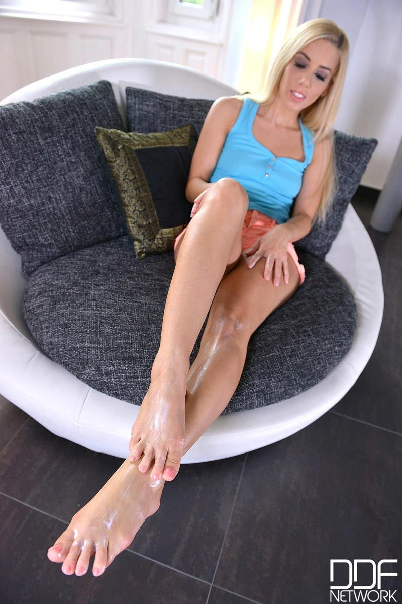 Teen Legs Feet