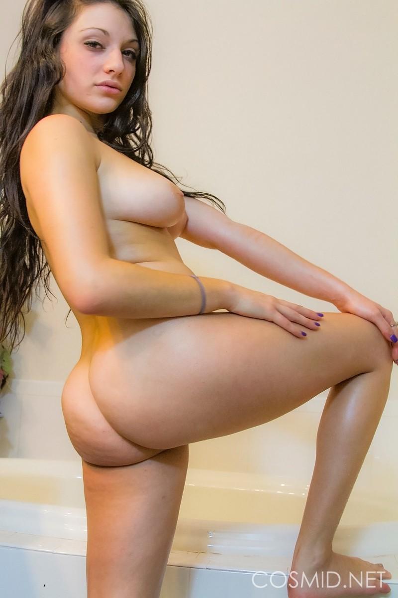 nude curvy girls thumbs