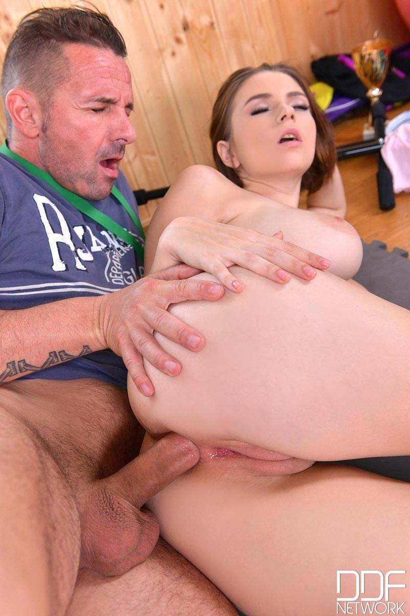 Gym squirt orgasm amateur