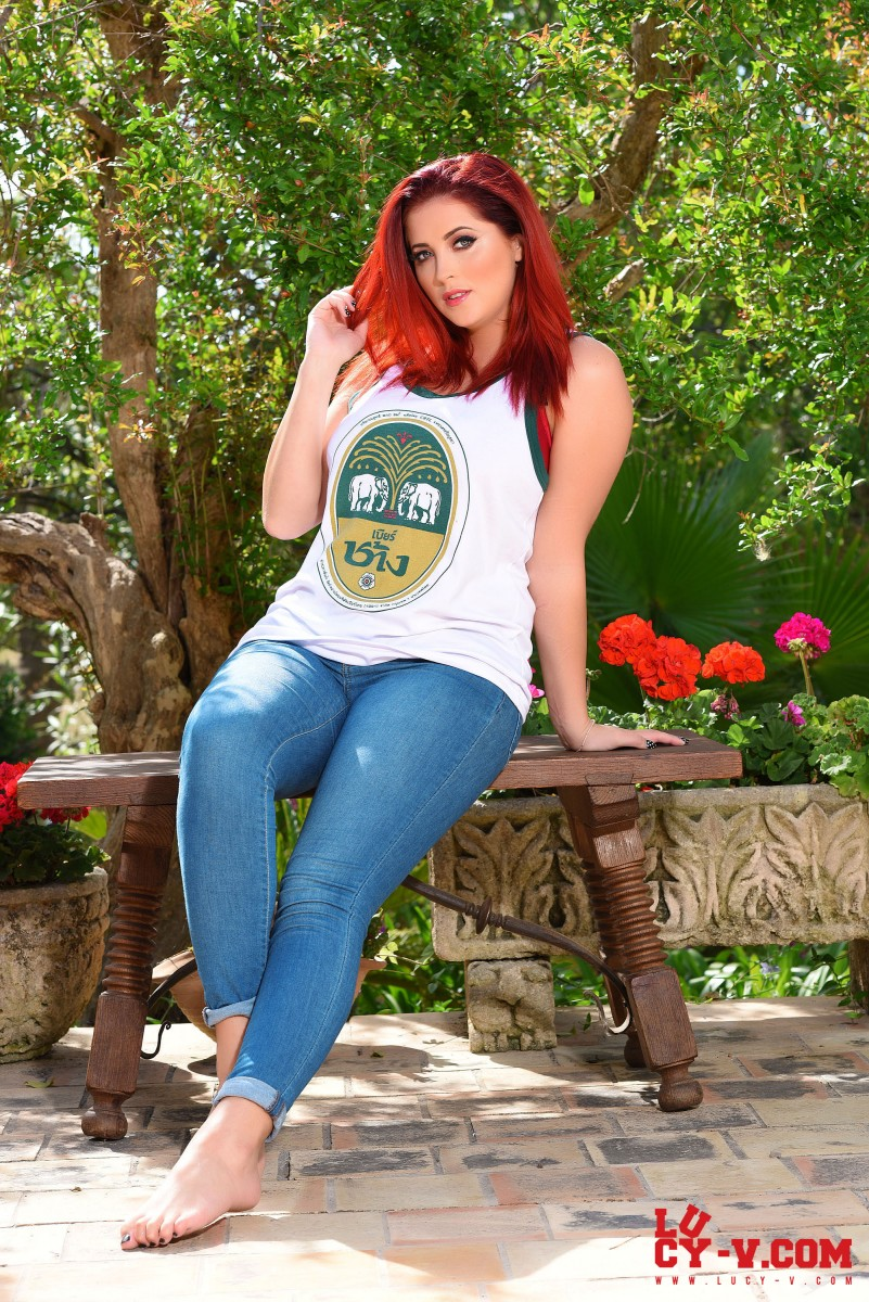Lucy Vixen in Tight Jeans