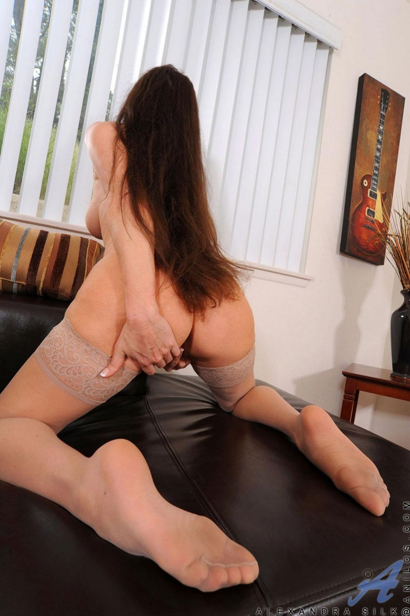 Alexandra Silk Masturbates In Stockings-6187