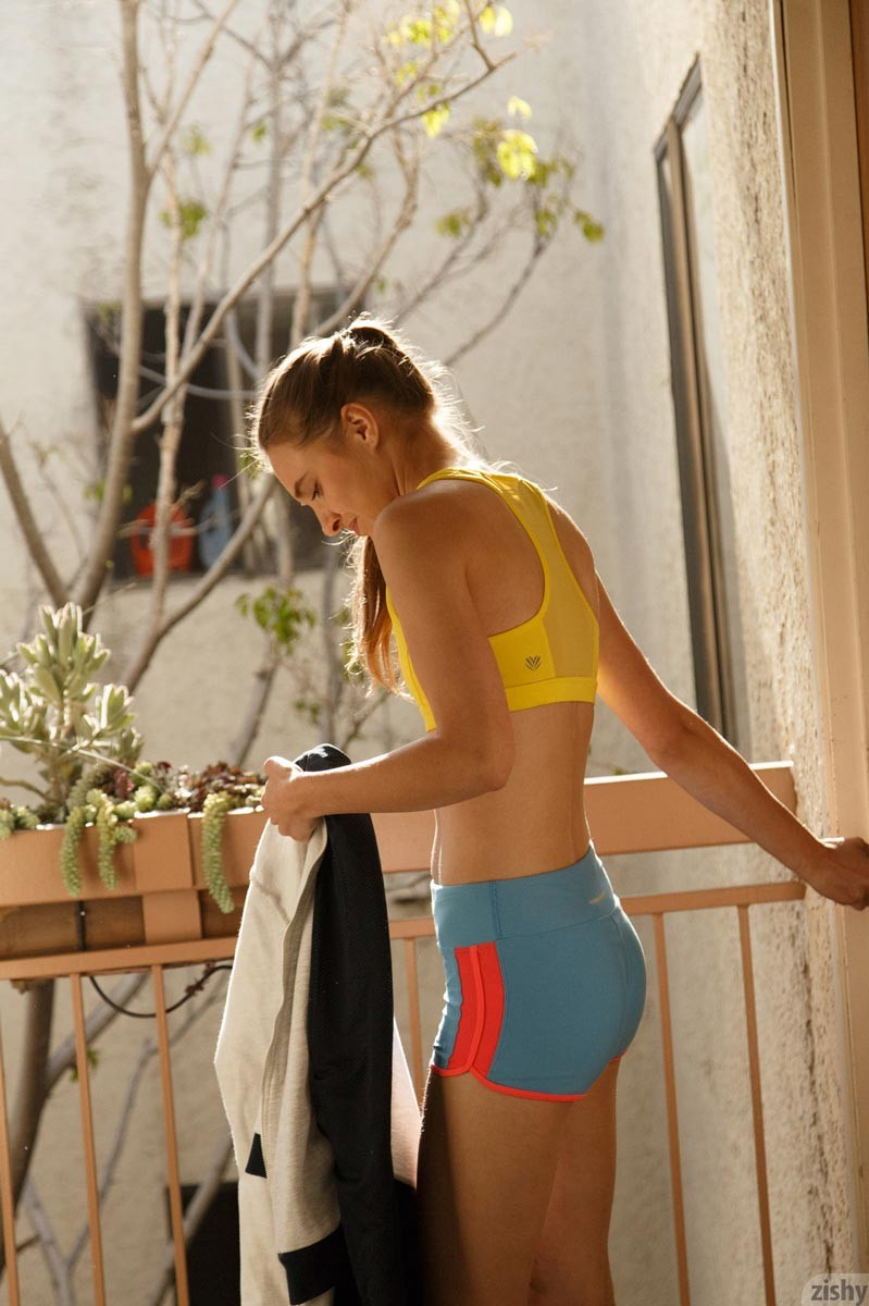 Maria Turova Tall Sporty Babe Strips Naked-3444