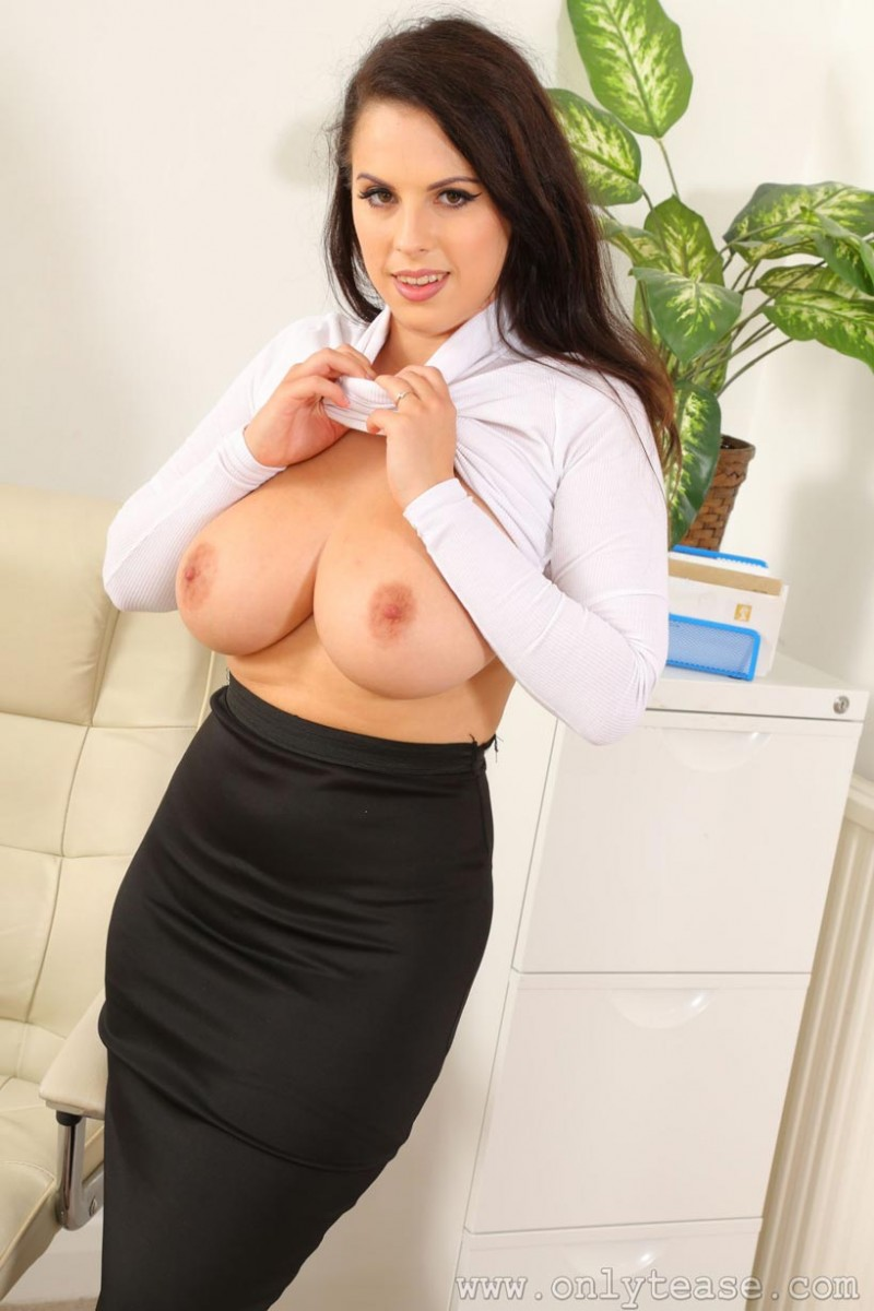 Busty blonde nicole shows off her amazing body 8