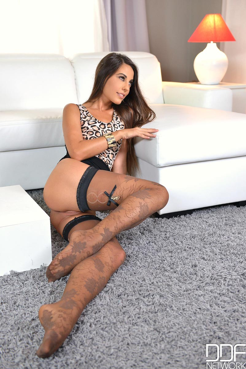 Latina en cuatro patas - 3 part 6