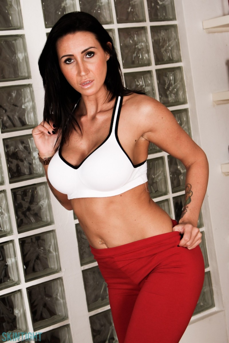 Hot Babe Sporty Anal Gallery 78