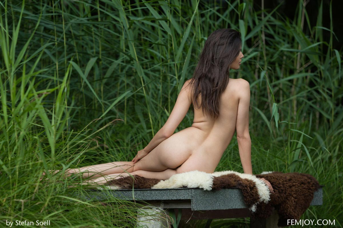 jasmine andreas in tall grass