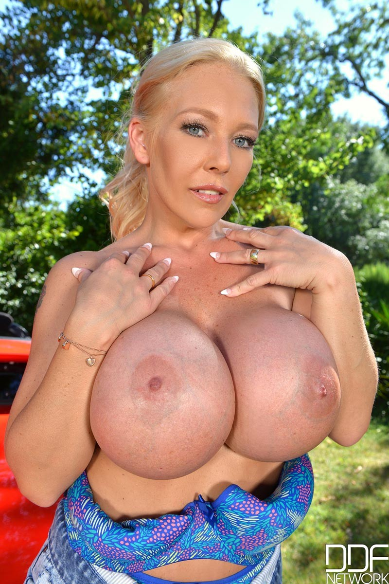 Blonde Milf With Huge Fake Tits-5091