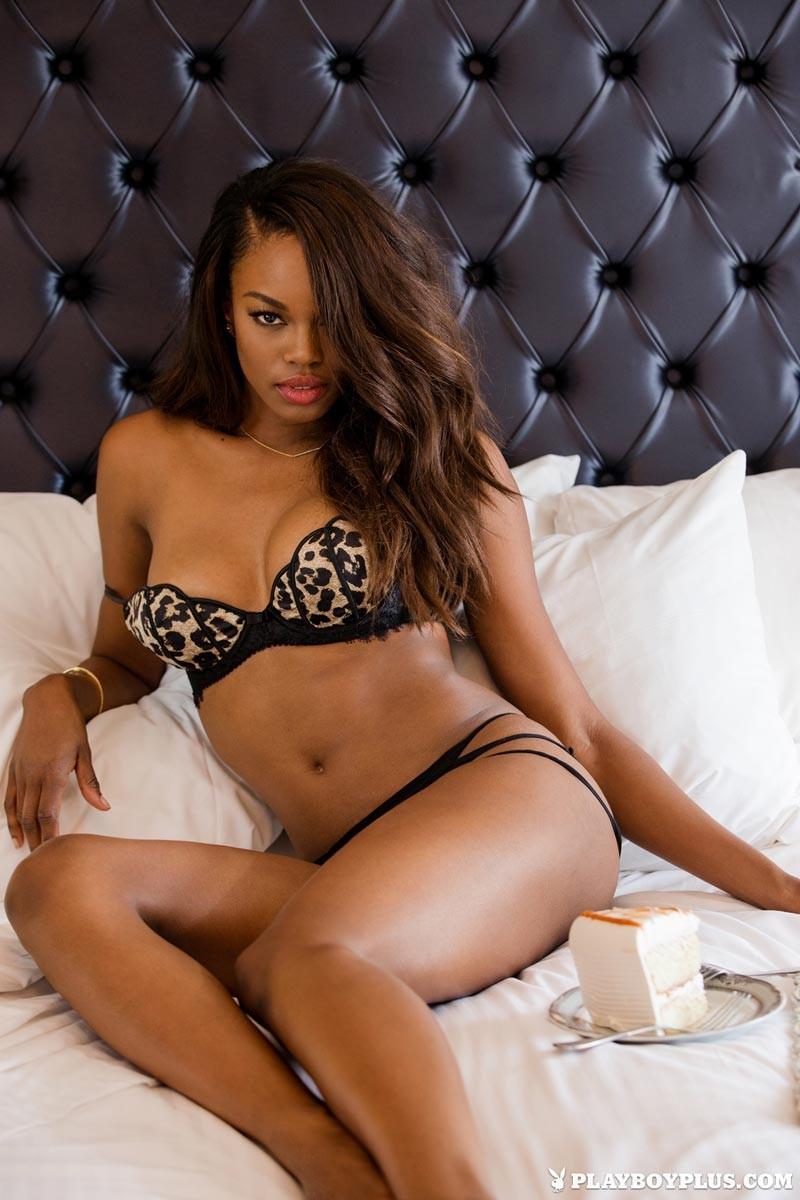 naked black girl in bed