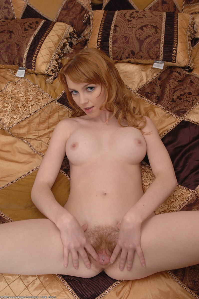 Musky beauty nude in a dark dressing rom hidden cam clip