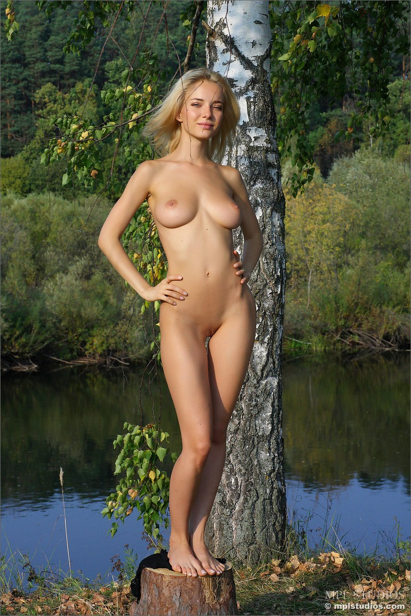 Busty Nude Blondie Danica In The Outdoors-7401