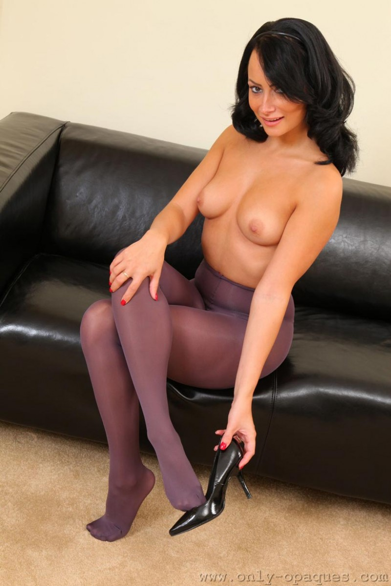 Kelli Smith In Sexy Nylons