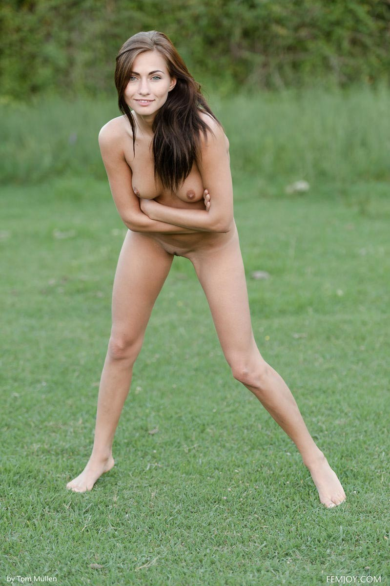 michaela isizzu naked on grass
