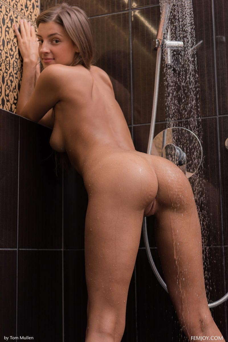 Melena Maria Teasing In The Shower-4609
