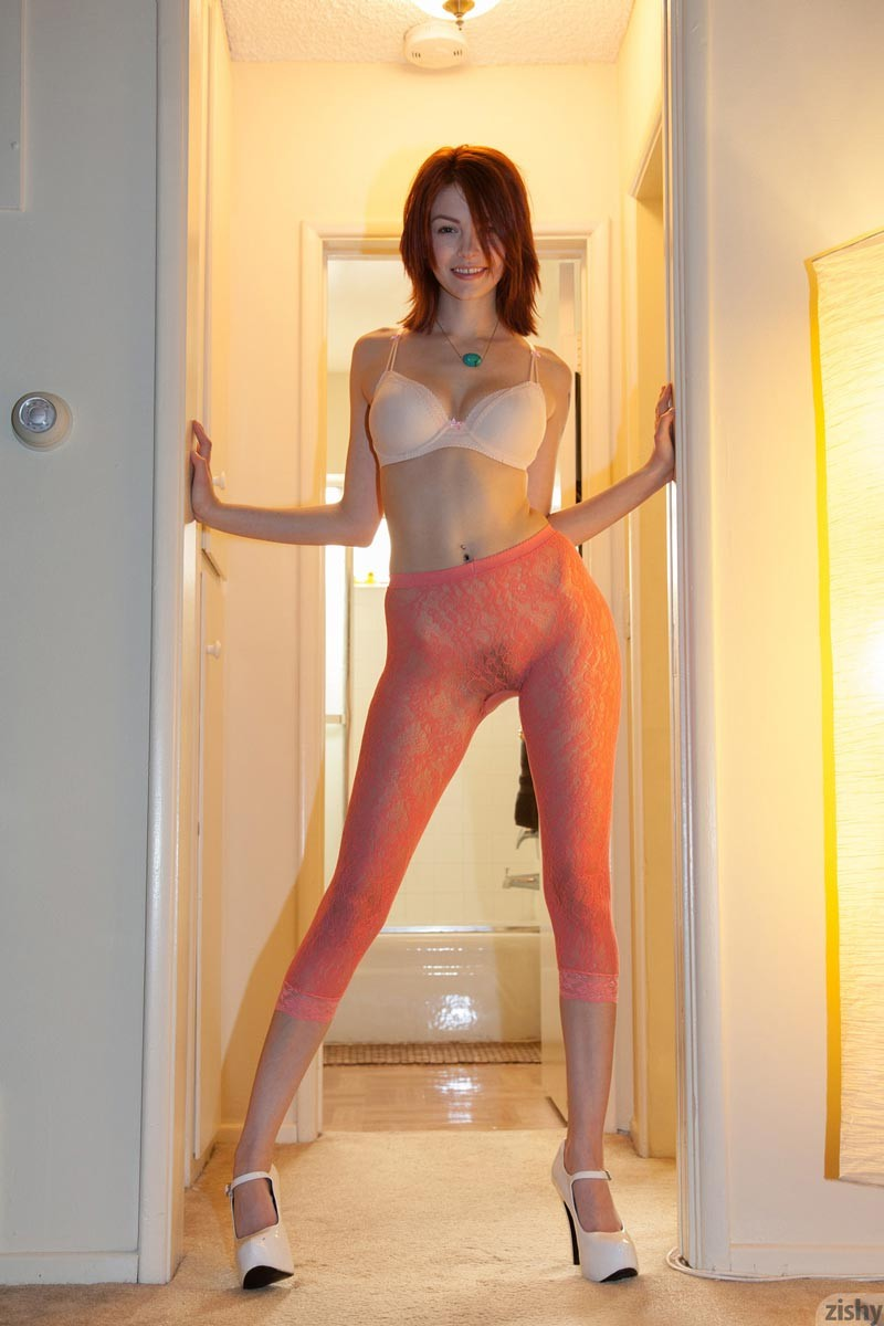 Bree Daniels In Pantyhose And Heels-6304