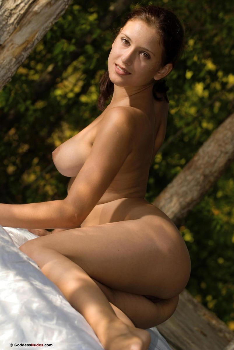 curvy nudist
