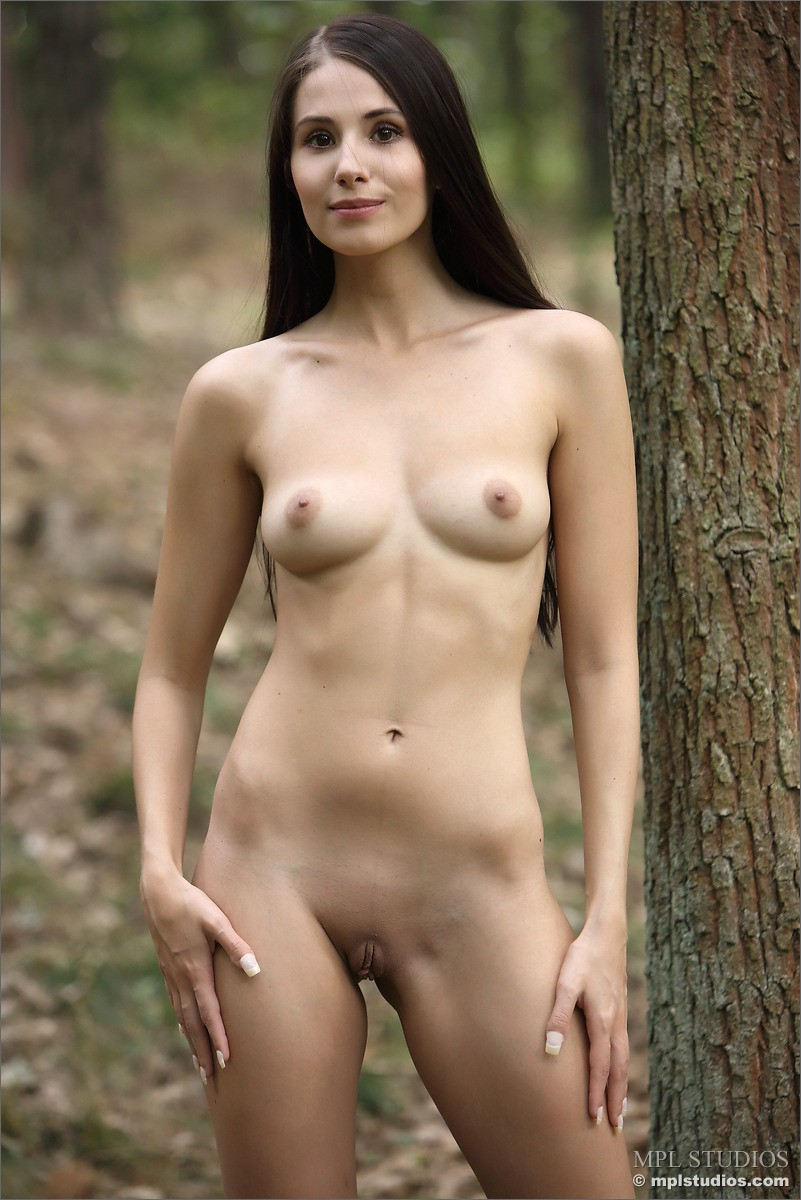 Vanessa Angel Naked In The Woods-2326