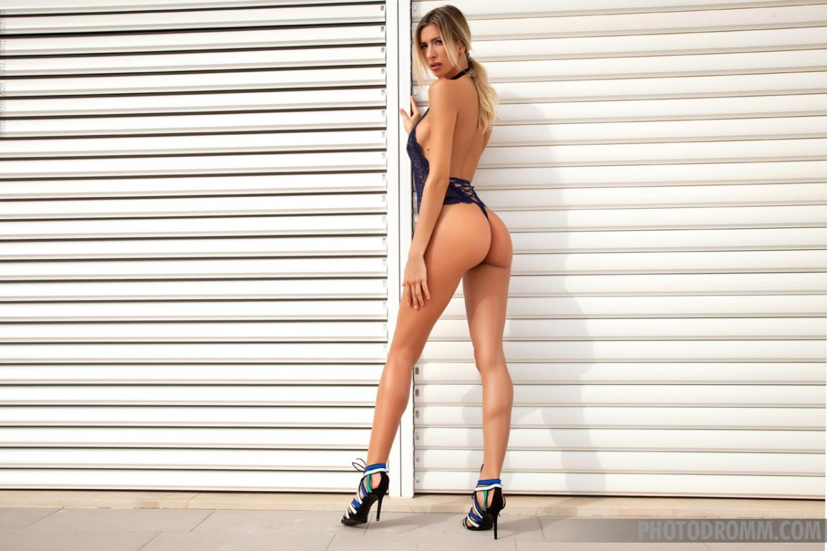 Fit Bombshell With Long Legs