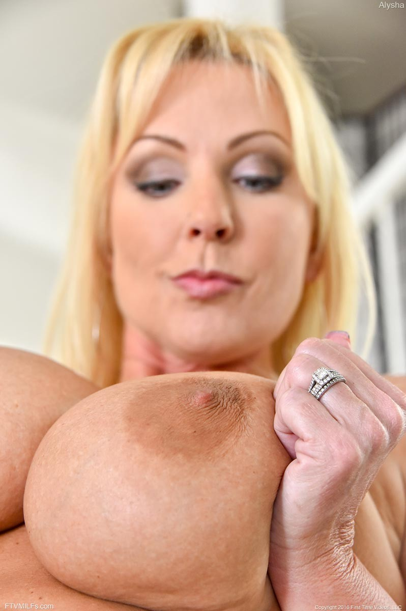 Simply Volupsious blond nede cougars opinion you