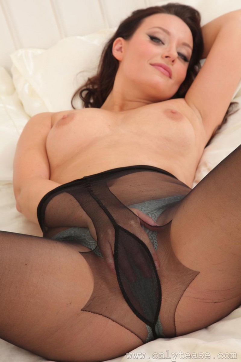latina fully nude
