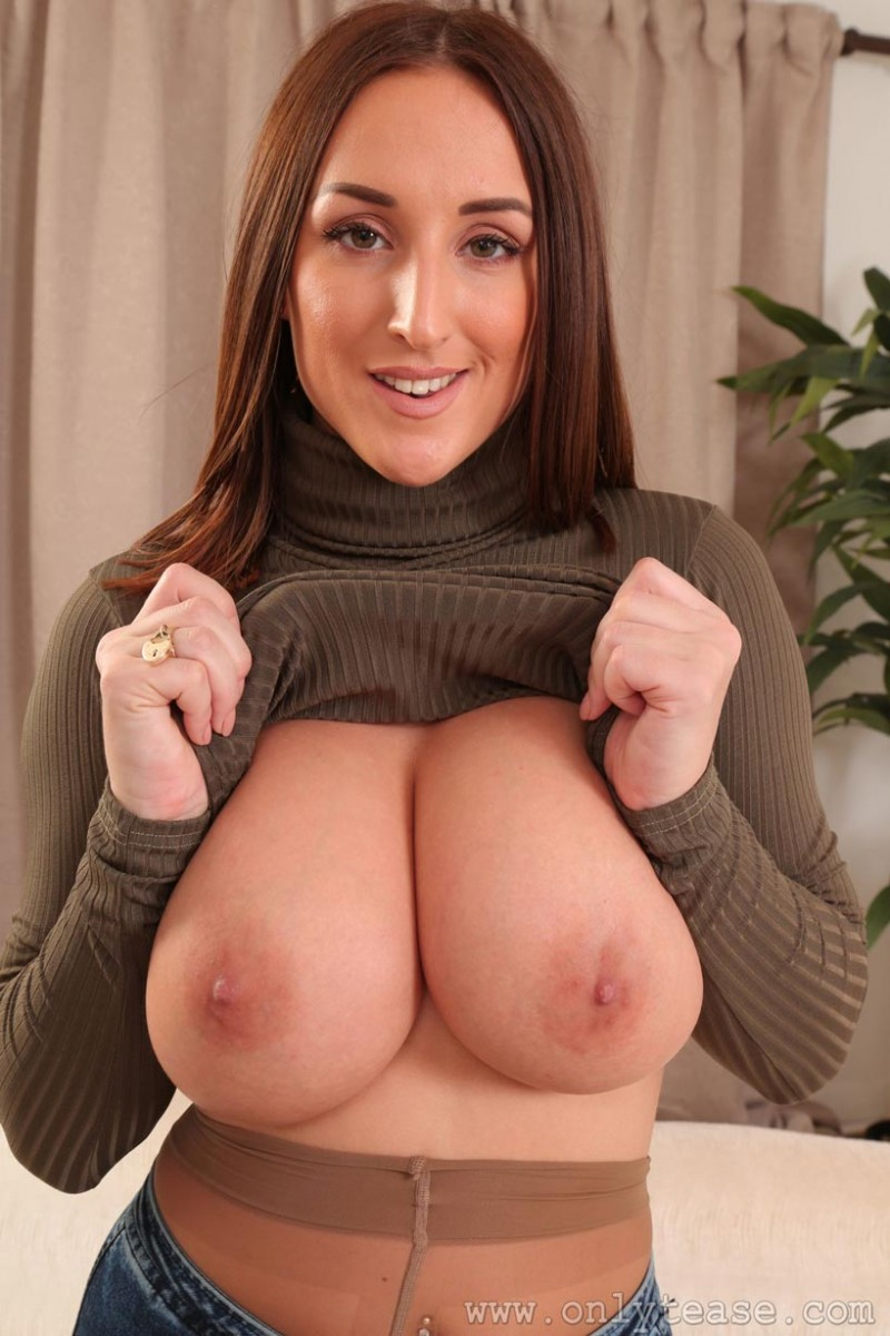 Stacey Poole Strips Off Her Jeans-6201