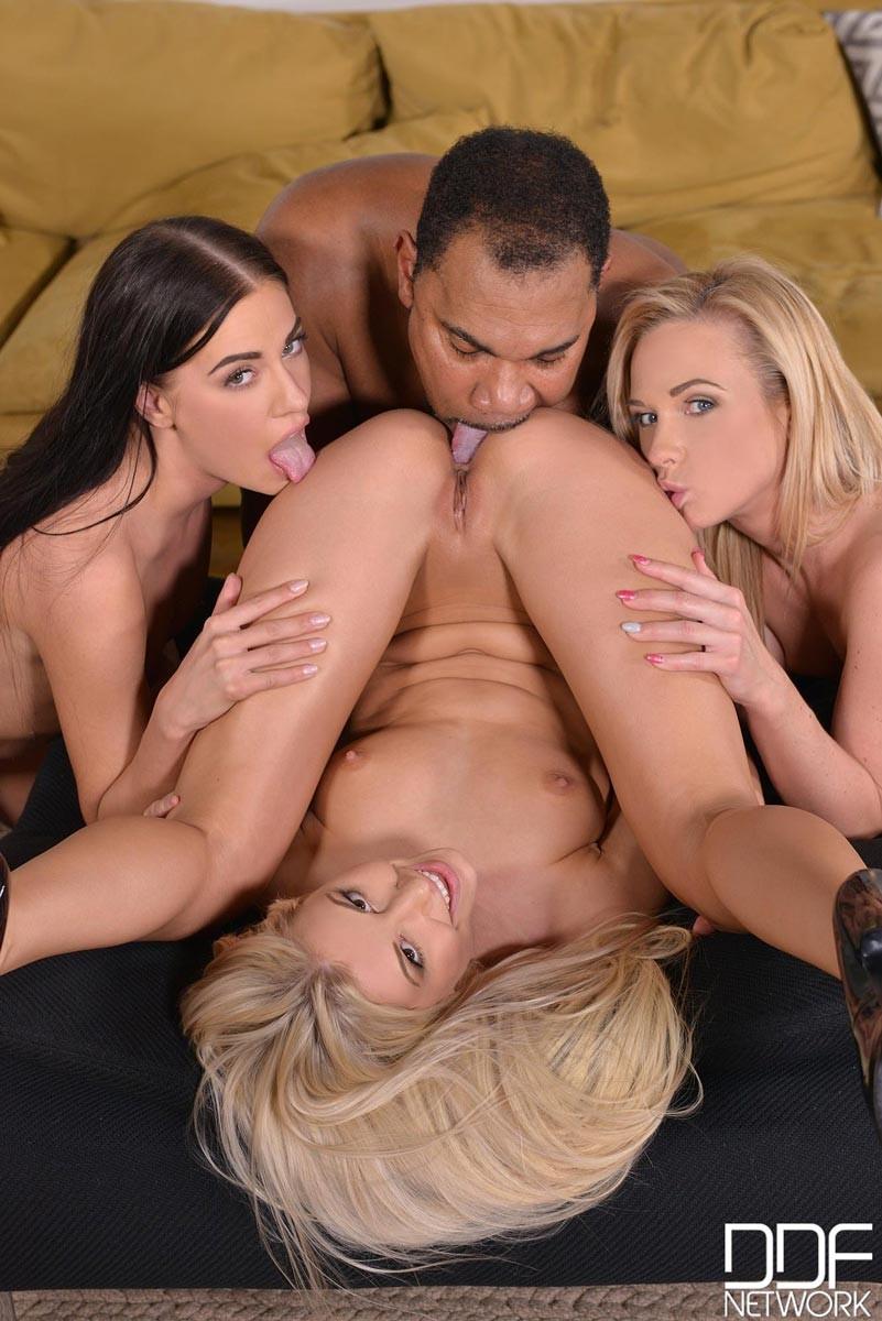 naked women with big vagainas