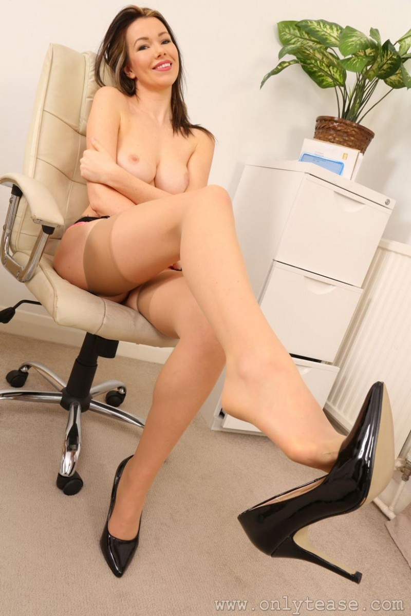Brunette Office Babe In Stockings