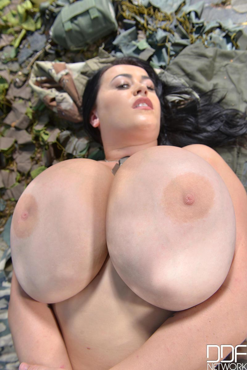 Leanne crow ddf busty that's something