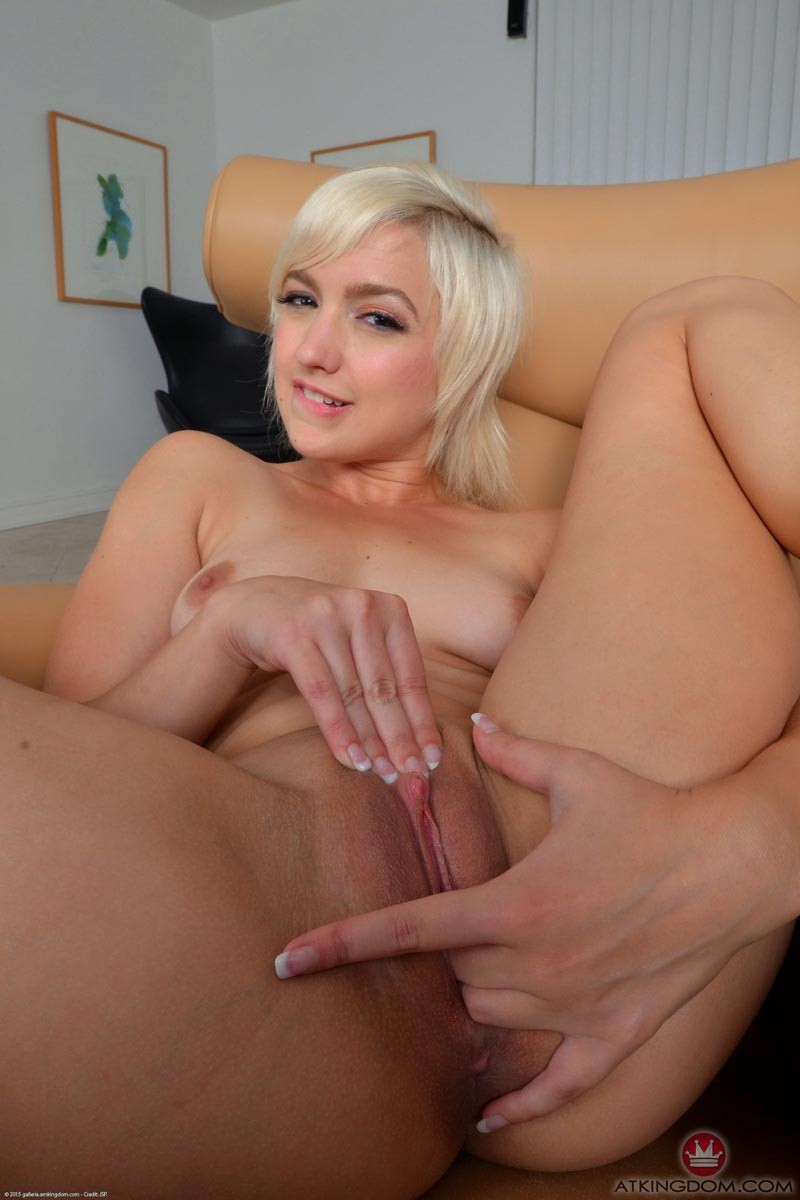 Petite latina spreads her pink wet lips and takes it deep 4