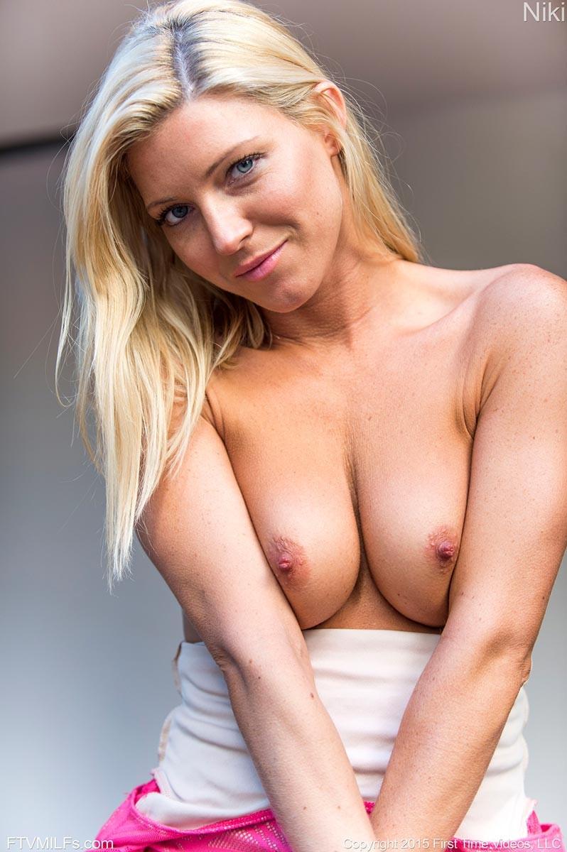 leah remini nude pussy