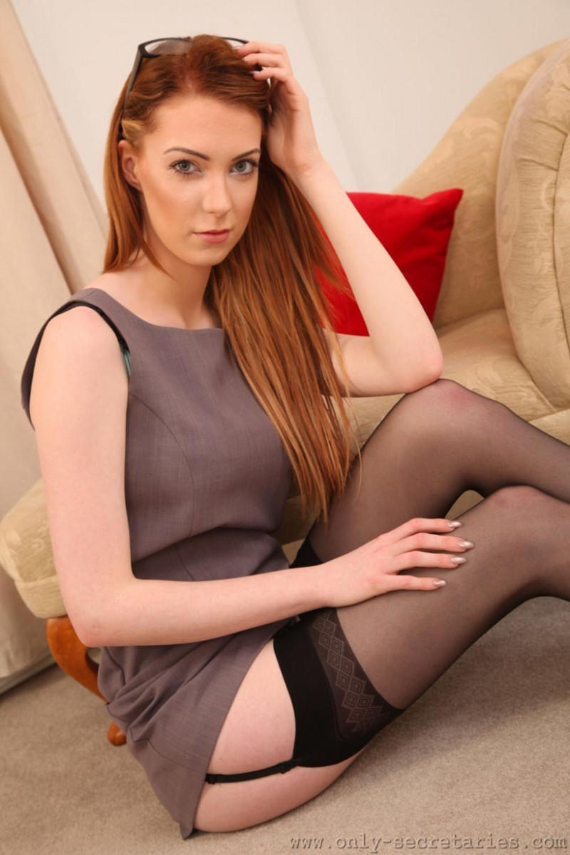 A beautiful redhead with sexy blessed feet zn - 5 5