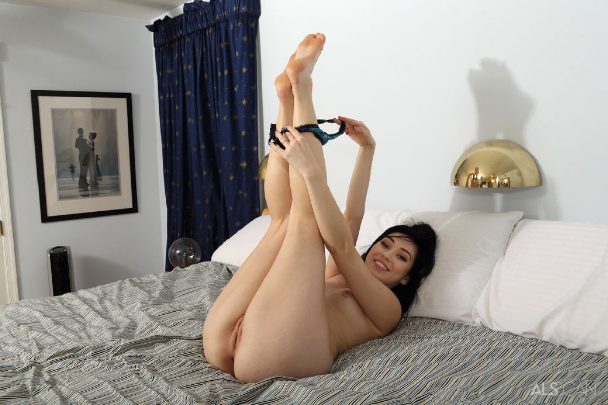 Aria Alexander Spreads in Bed