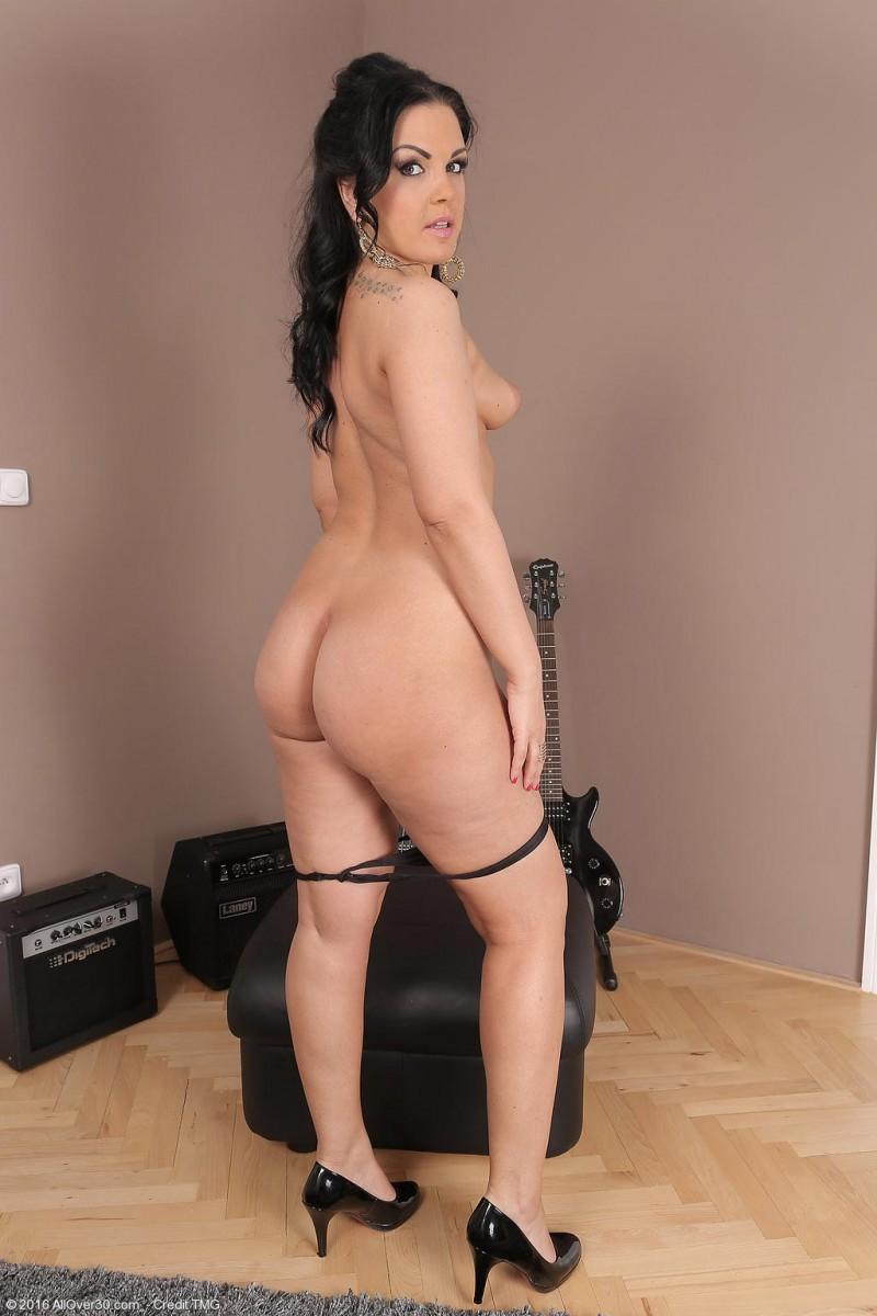 Nina Black Naked With A Guitar-4247
