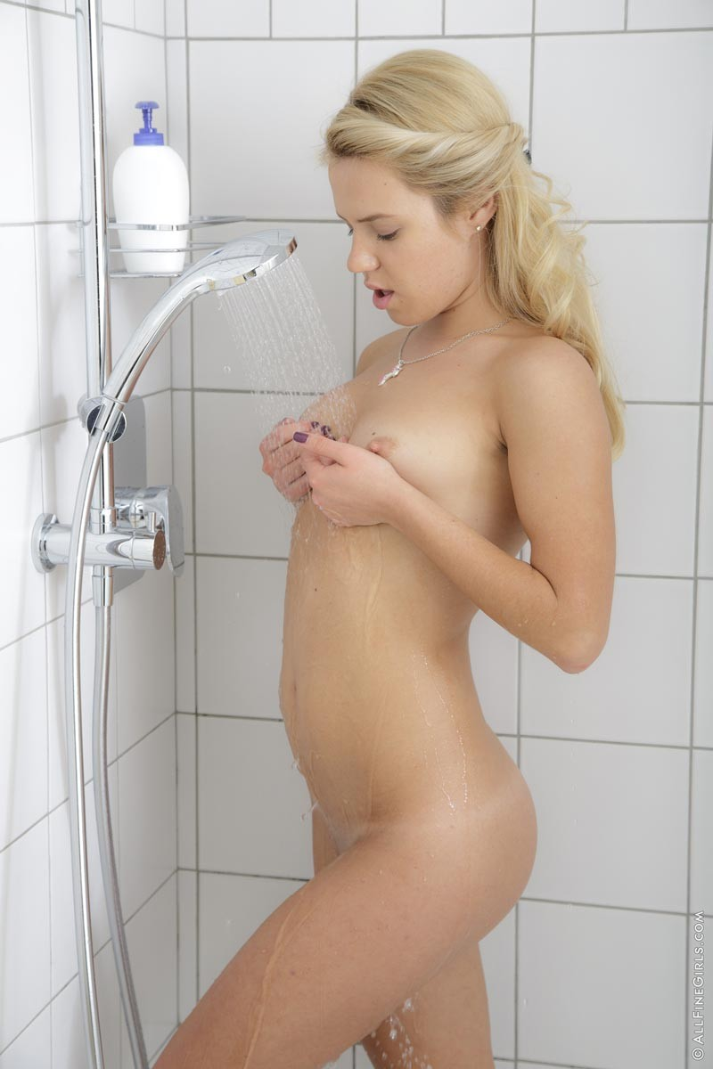 Hot blondes in the shower