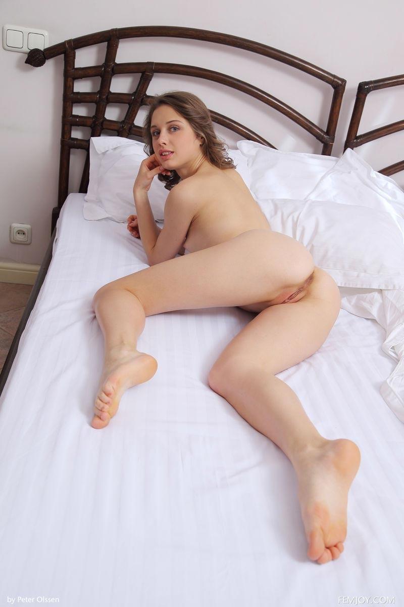 6 hot latina lesbians fuck in hot tub 7