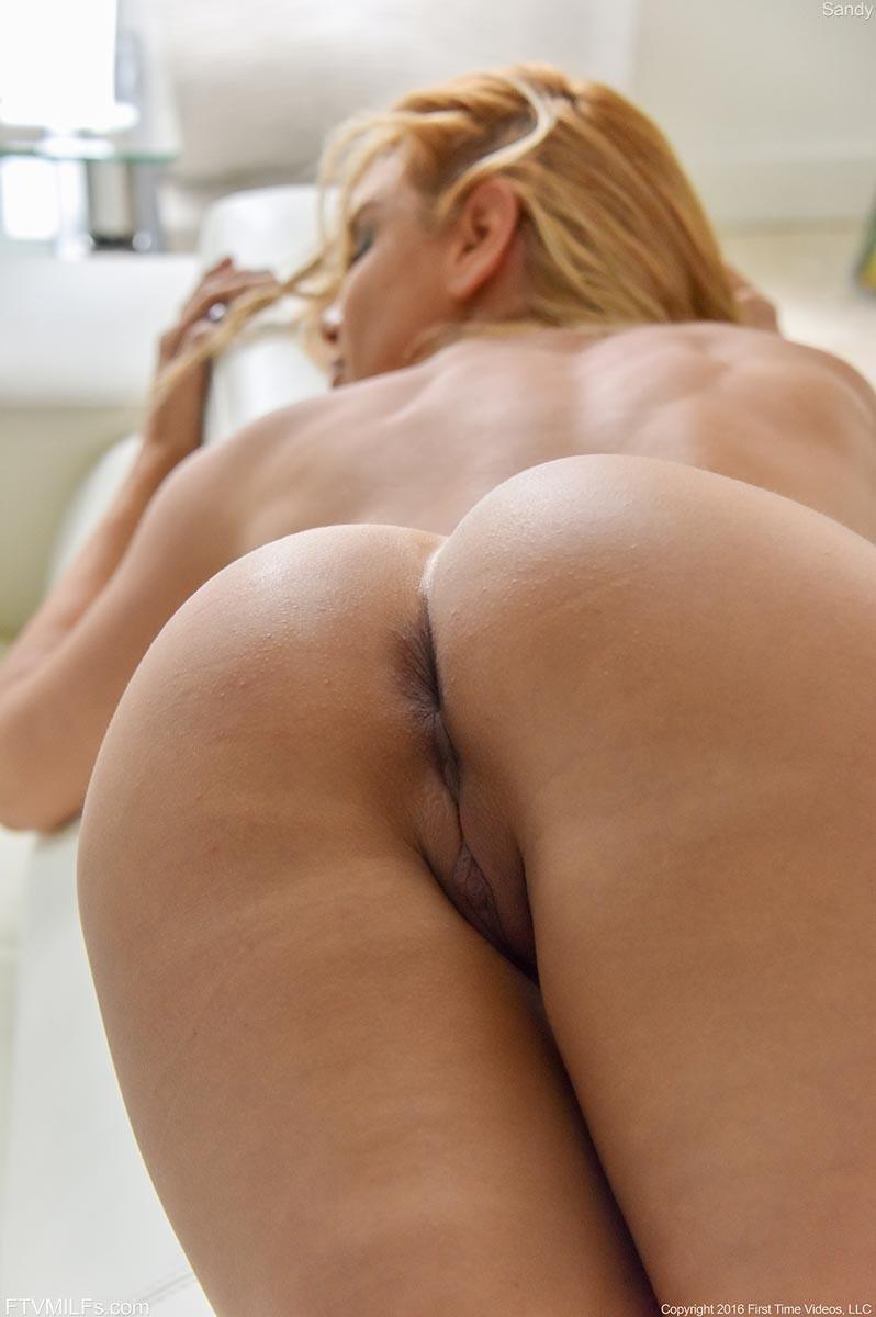 Vega Vixen Tight Blonde Milf Posing-2336