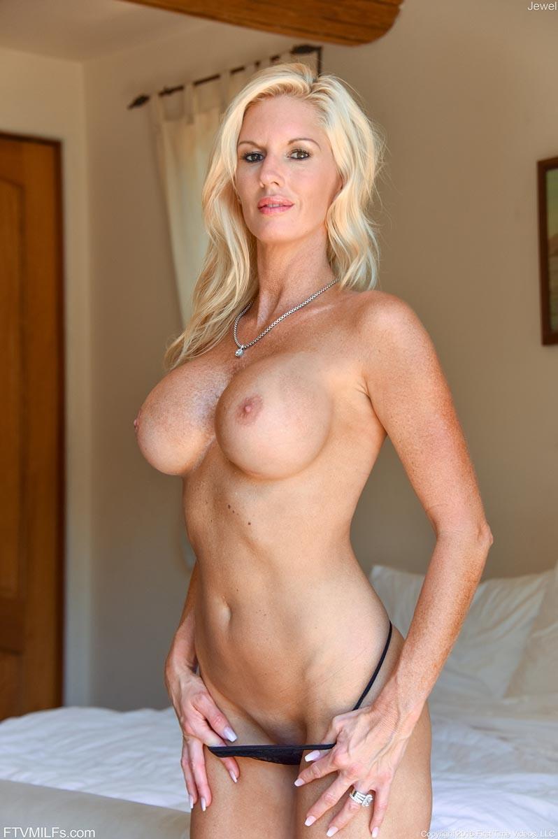 Blonde mlfs