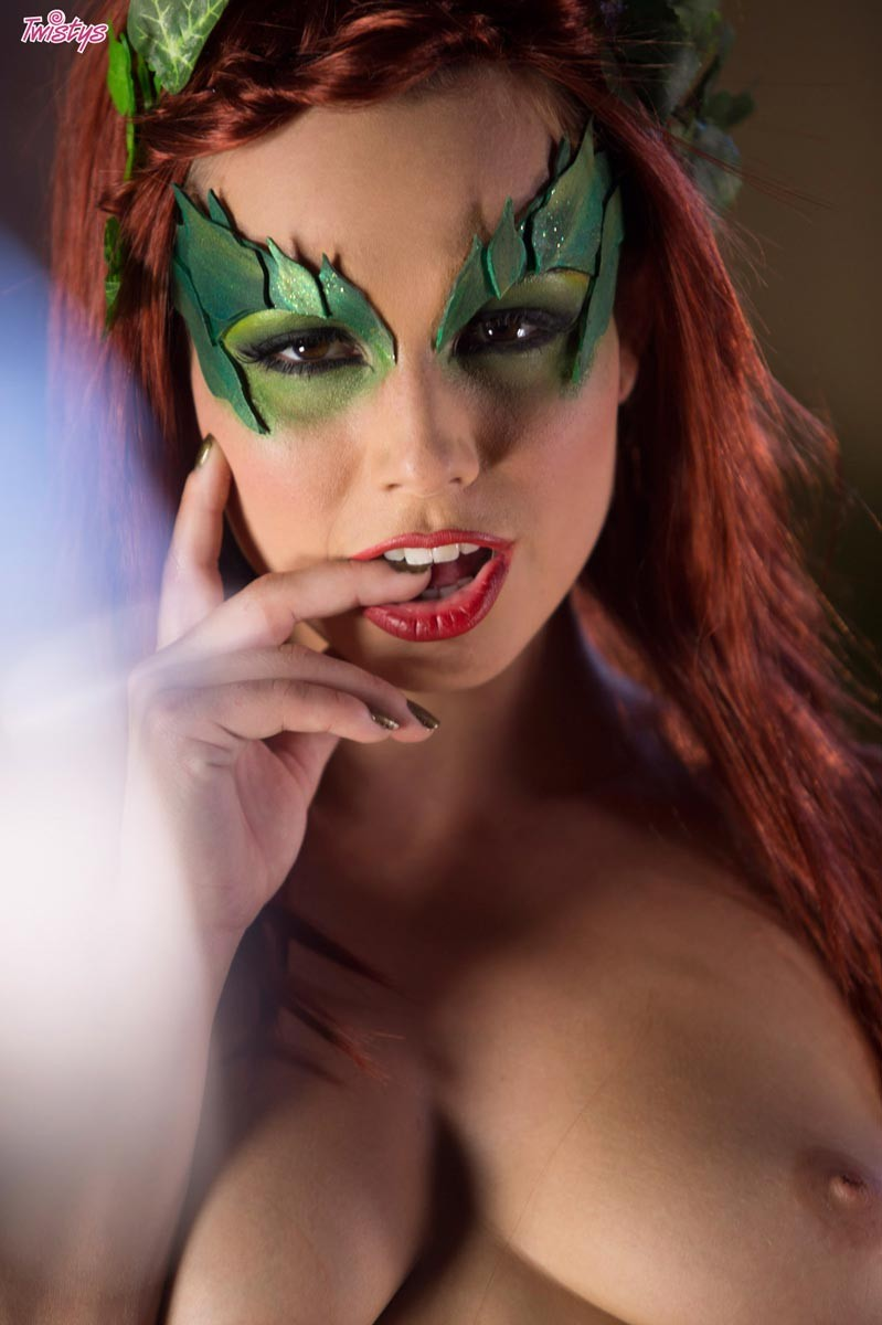Aydra Fox Cosplay Porn Pics showing porn images for adult poison ivy cosplay porn | www